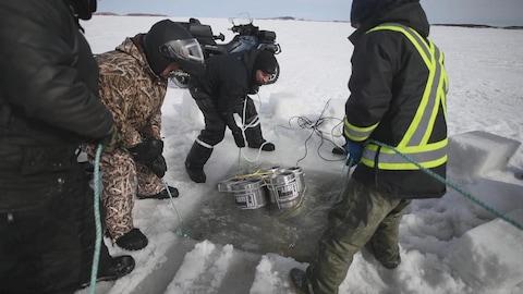Les barils de bière ont été plongés sous la glace en février.