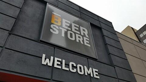 La façade d'une succursale de la chaîne Beer Store, à Ottawa. (Archives)