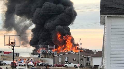 L'usine en flammes