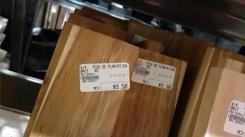 Du bois exotique en vente dans un magasin.