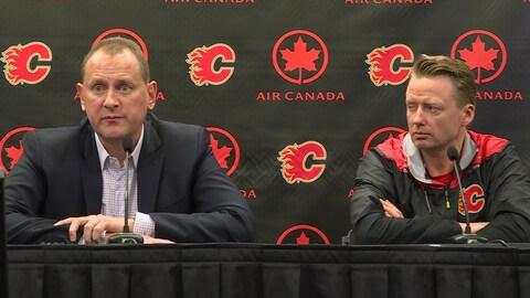 Le directeur général de Flames Brad Treliving et son entraîneur-chef Glen Gulutzan