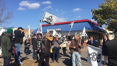 Manifestation devant le restaurant Burger King de Granby