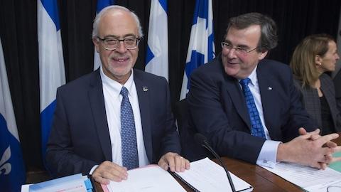 Le ministre des Finances du Québec, Carlos Leitao,  et le ministre de l'Emploi et de la Solidarité sociale François Blais.