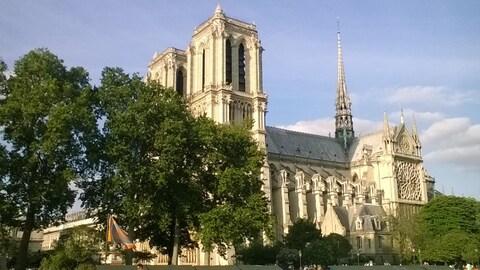 Histoire avec Evelyne Ferron:La cathédrale Notre-Dame de Paris