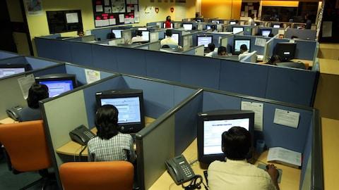 Des employés d'un centre d'appel en Inde.