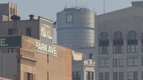 L'édifice de GM, à Détroit, et l'hôtel Park Ave