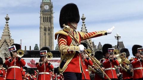Cérémonie après le changement de la garde sur la colline du Parlement, à Ottawa, le 24 juin dernier.