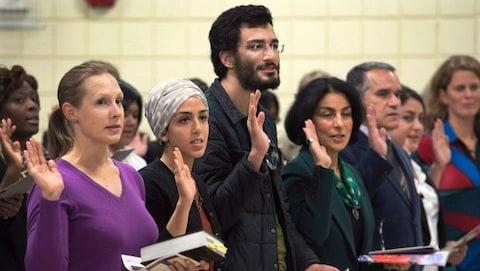 Une cérémonie de citoyenneté du gouvernement canadien