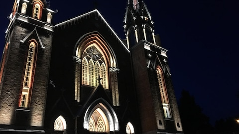 L'église de Saint-Agnès est illuminée