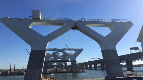 Plus de travailleurs et de machines pour livrer le nouveau pont Champlain à temps