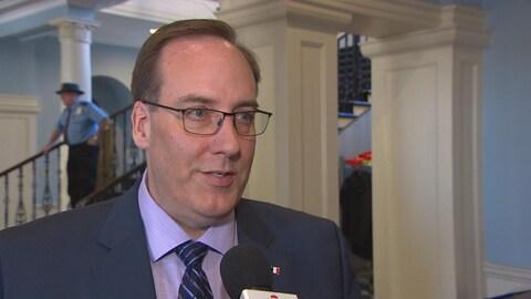 Chris d'Entremont, député progressiste-conservateur d'Argyle-Barrington, réagit au budget provincial le 20 mars 2018 à Halifax.
