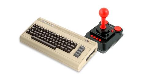 Une photo montrant le C64 Mini, qui ressemble à un gros clavier au boîtier beige, et une manette carrée noire aux boutons et au manche à balai rouge vif.