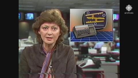 L'animatrice Louise Arcand présentant une nouvelle à la caméra avec une mortaise qui illustre un clavier d'ordinateur et un jeu vidéo sur écran