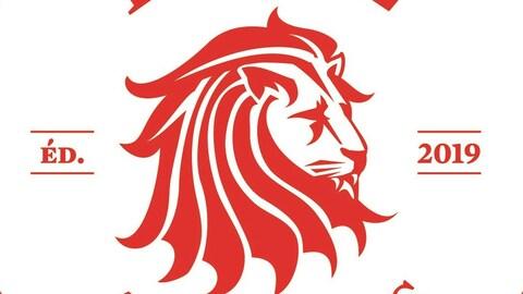 Une tête de lion sur un fond blanc.