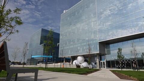 Vue extérieure du Complexe des sciences de l'Université de Montréal.