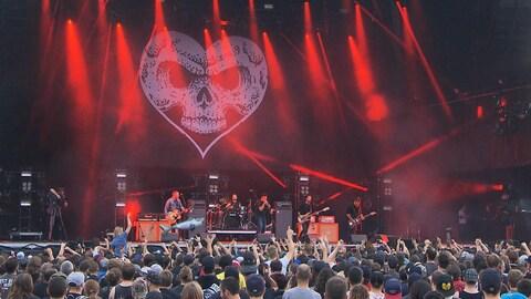 Un groupe en concert au parc Jean-Drapeau
