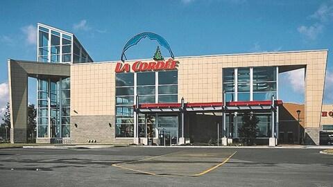Façade d'un magasin La Cordée, à Laval.