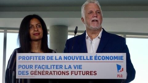 Le chef du PLQ Philippe Couillard avec sa candidate Dominique Anglade