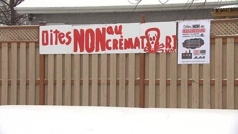 Des citoyens de Saint-Bruno sont inquiets par la venue imminente d'un complexe funéraire muni de deux crématoriums près de chez eux.