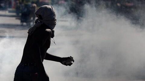 Des manifestations violentes se sont multipliées en Haïti, paralysant le pays.