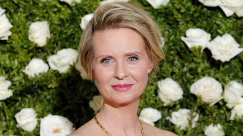 Cynthia Nixon prend la pose des Tony Awards 2017.