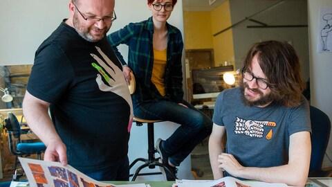 Jimmy Beaulieu, Sophie Bédard et Vincent Giard dans leur atelier de la plaza Saint-Hubert, en mai 2018.