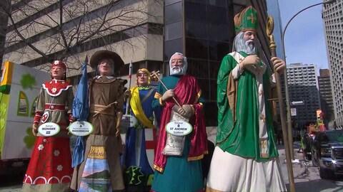 Les personnes du défilé de la Saint-Patrick
