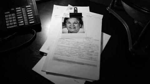 Des rapports de police avec la photo de Gladys Tolley.