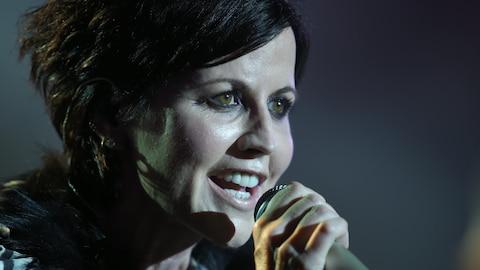 Dolores O'Riordan, chanteuse du groupe The Cranberries, lors d'un concert en 2016