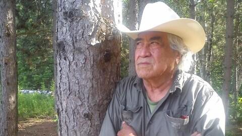 Domingo Cisneros dans la forêt