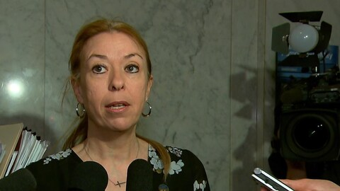 La ministre Dominique Vien s'adresse aux journalistes (archives).