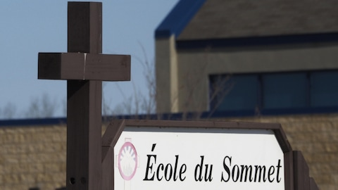 L'enseigne de l'École du Sommet, à Saint-Paul