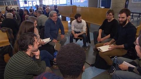 Les enseignants ont répondu à l'appel de Québec solidaire qui souhait lancer le débat public et réclamer un réinvestissement en éducation.