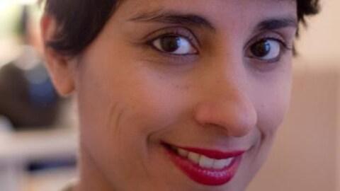 Portrait de la poète et slammeuse Elkahna Talbi, alias Queen Ka