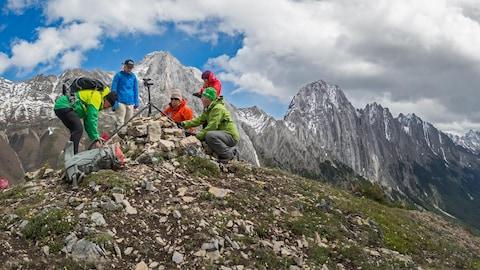 L'équipe du Mountain Legacy Project sur le terrain en 2016 dans le parc Kananakis Country.