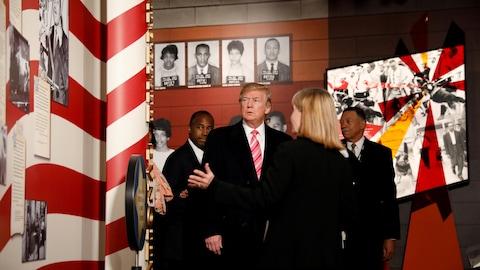 Le président américain Donald Trump visite le nouveau musée des droits civiques de Jackson, au Mississippi.