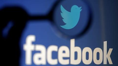 Les logos de Twitter et de Facebook.