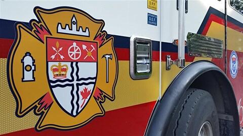 Un camion de pompier sur lequel on peut voir le logo du Service des incendies d'Ottawa. (Archives)