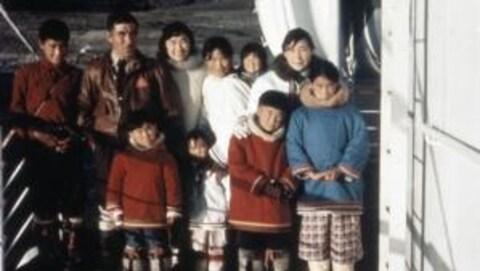 Une famille d'Inuits dans une photo d'archive
