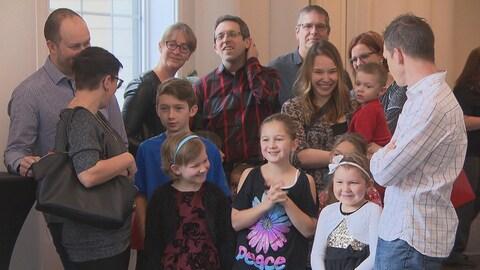 Un groupe de participants de la fête de Noël de Leucan Mauricie-Centre-du-Québec