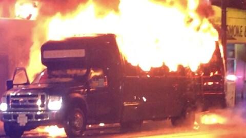 Un bus en feu