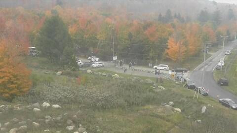 Des équipes de la SOPFEU et une cinquantaine de pompiers sont sur place pour contrôler le brasier sur le mont Yamaska.