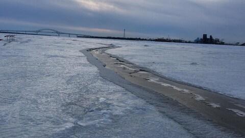 Fissure détectée sur fleuve Saint-Laurent à la hauteur du quai de Sainte-Angèle