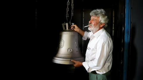 Thomas Galanopoulos est l'un des derniers fondeurs de cloches d'église artisanales en Grèce.
