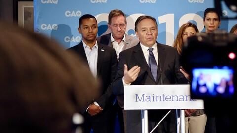 Le chef de la Coalition avenir Québec, François Legault, lors d'un point de presse à Rivière-du-Loup