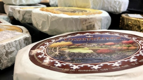 Une image montre des fromages . Les produits alimentaires inspectés par une agence provinciale ne peuvent pas être vendus dans une autre province, même s'ils sont jugés sécuritaires.