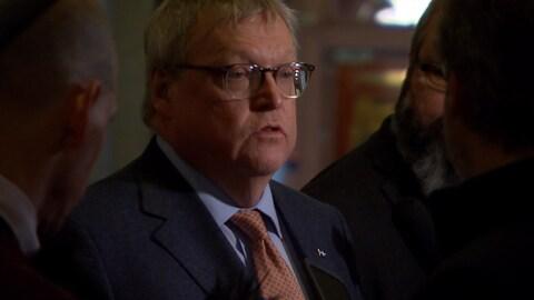 Gaétan Barrette lors d'une mêlée de presse à l'Assemblée nationale, mardi.