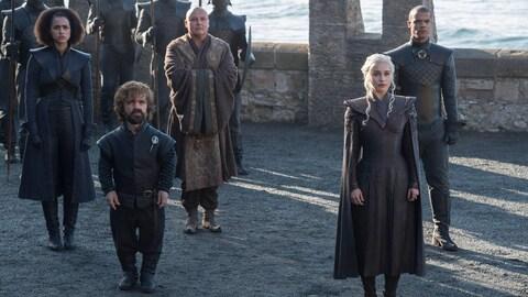 Daenerys Targaryen (à droite) et Tyrion Lannister (à gauche), tous deux au premier plan, dans une scène de la saison 7 de «Game of Thrones».