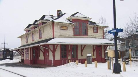 La gare patrimoniale d'Amqui, construite en 1904.