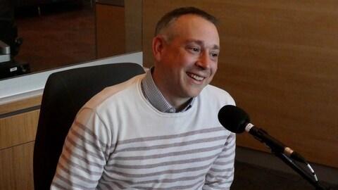 Gene Cormier, chef cuisinier, en entrevue à l'émission Le Réveil Nouveau-Brunswick de Radio-Canada.